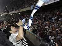 En hjälte hyllas. Ovationerna var mäktiga inne på San Paolo-stadion.