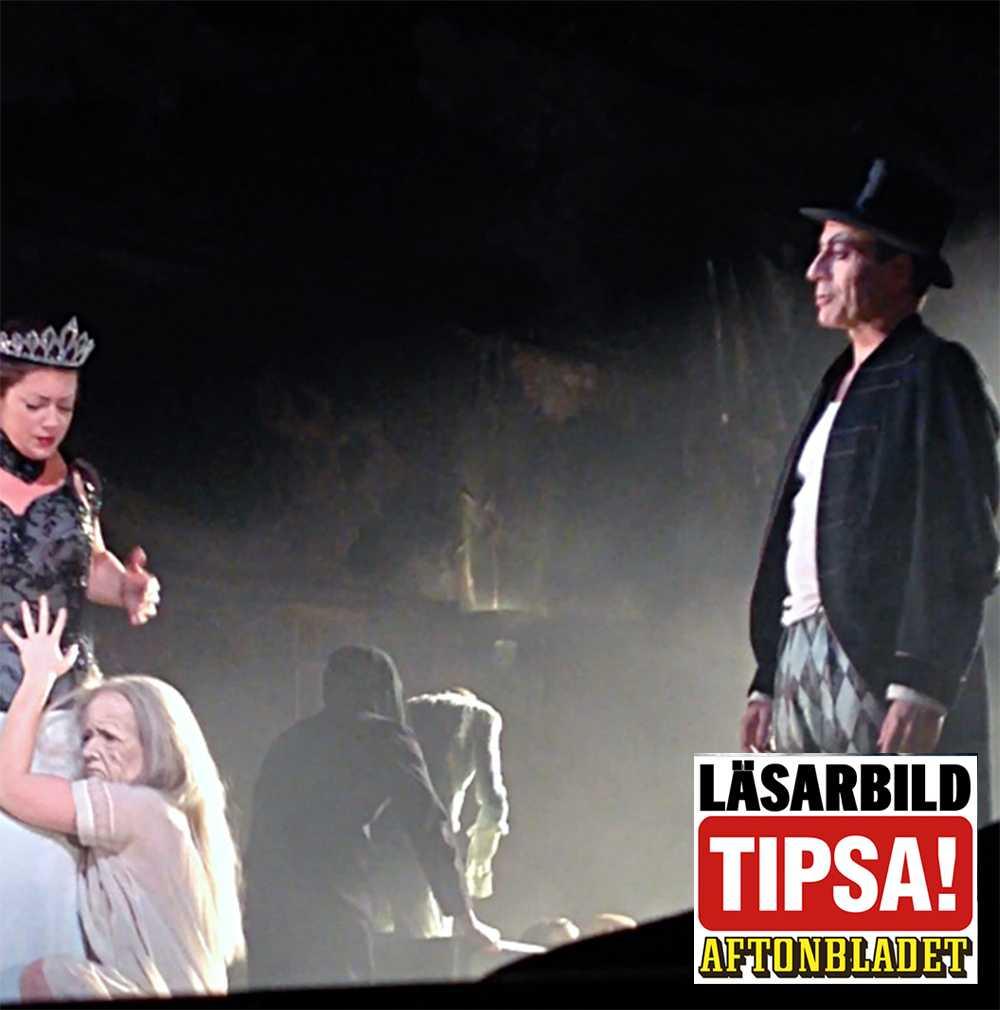 """Dramatens uppsättning av """"Mästaren och Margarita"""" fick avbrytas efter att en av skådespelarna i ensemblen kollapsat bakom scenen."""