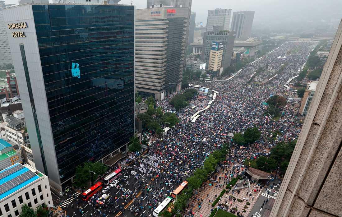 Trots ökad smittspridning tar demonstranter till Seouls gator för att protestera mot den sydkoreanska regeringen.
