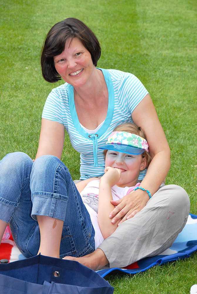 Elizabeth Edwards, 49, och hennes 13-åriga dotter Katie mördades av tonårsparet.