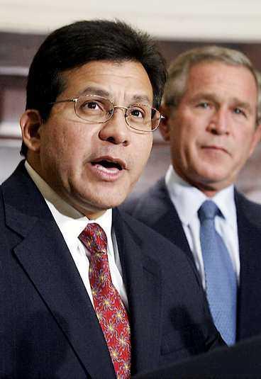 Alberto Gonzales, vän med George W Bush sedan länge, blir USA:s nye justitieminister.