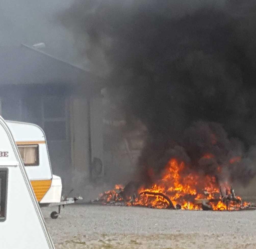 En husvagn började brinna inne på på ett företag i Landvetter.