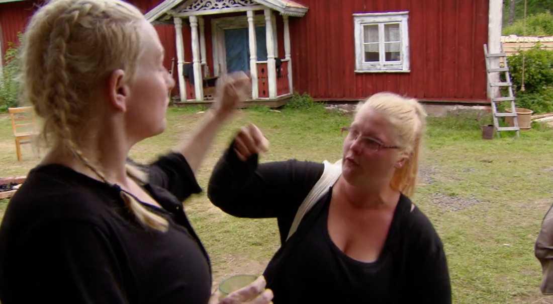 """Bråket fortsatte mellan Louise Olsson och Siri Savelius i söndagens """"Farmen""""."""