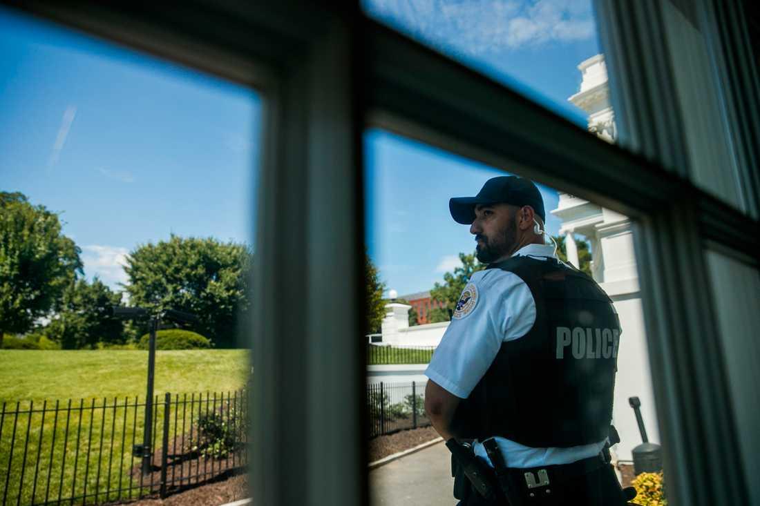 Secret service utanför pressrummet i Vita huset.