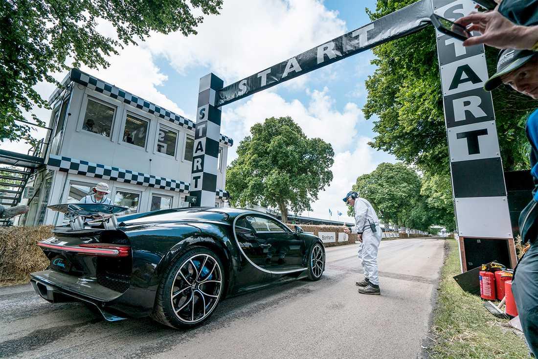 Nya superbilen Bugatti Chiron står startberedd för att tackla Hill Climben.