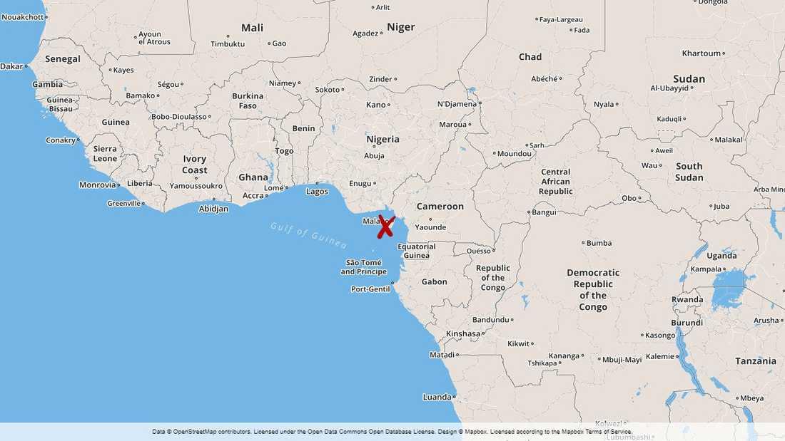 Sjutton sjömän har kidnappats utanför Kameruns kust, enligt en säkerhetskälla och en källa vid hamnen i den närbelägna staden Douala.