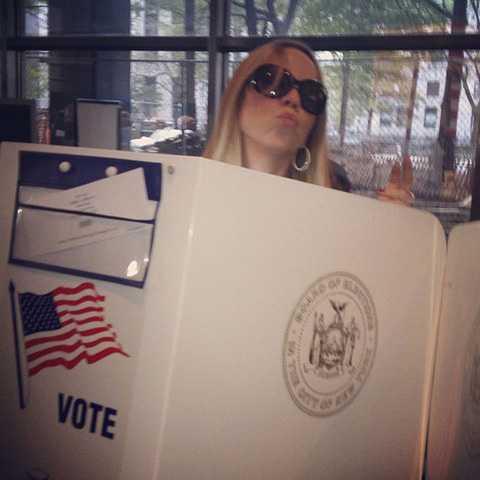 Superdivan Mariah Carey hade tagit sig till vallokalen.