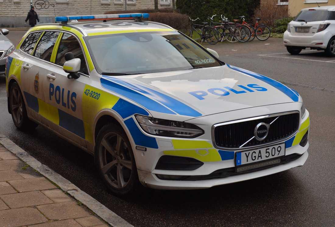 Enligt Aftonbladets uppgifter var den en anhörig som slog larm.