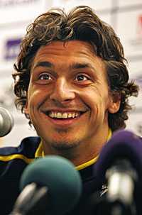 Zlatan var på ett strålande humör och mötte media med ett leende.