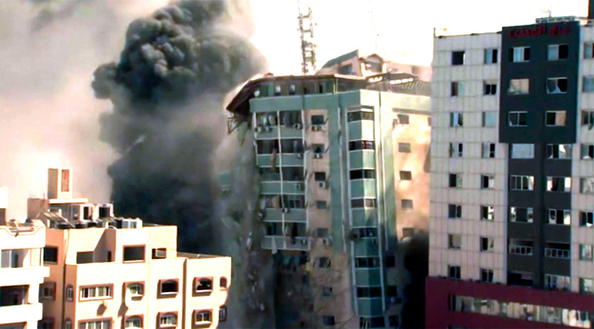 Här rasar byggnaden efter attacken