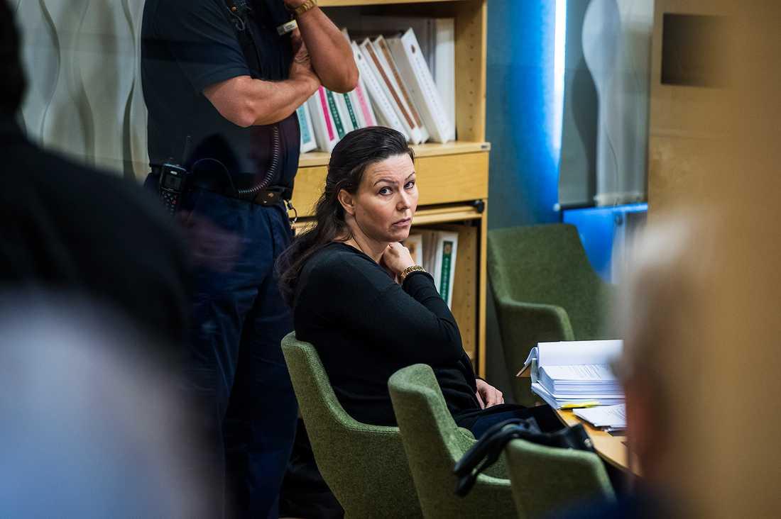 Livstidsdömda Johanna Möller under förhandlingarna i tingsrätten.