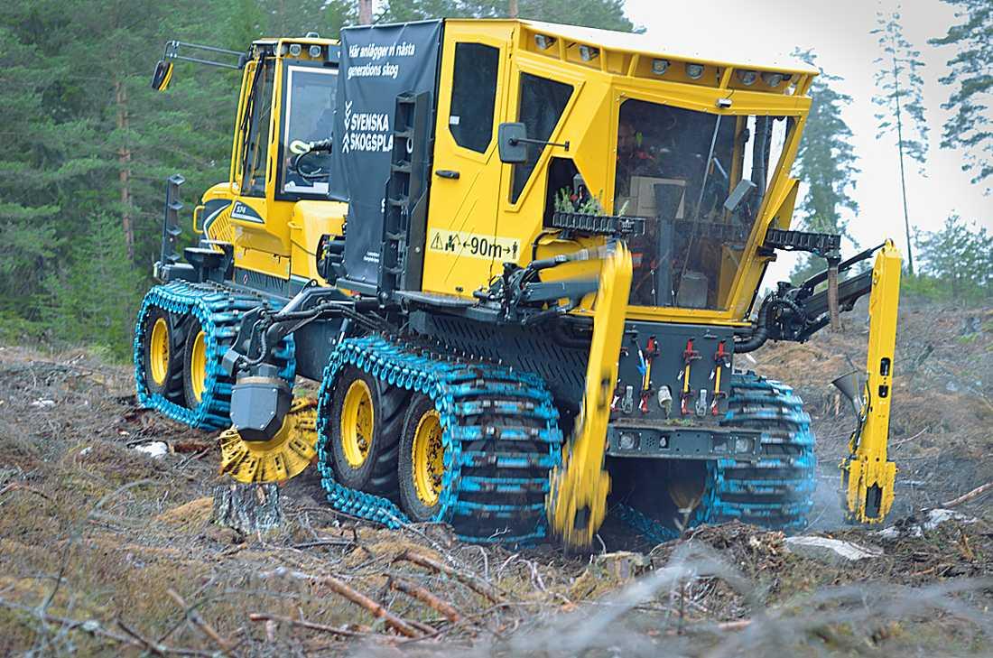 Planteringsmaskinen Plantma X i arbete.