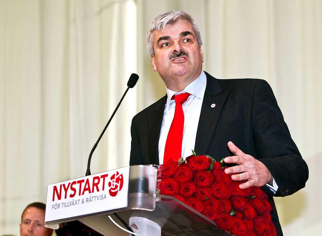 25 mars 2011 väljs Håkan Juholt till ny partiledare för Socialdemokraterna.