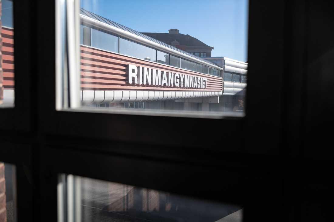 Rinmangymnasiet i Eskilstuna har bland annat infört mentorskap för våldsprevention och genomfört kris- och stabsledarutbildningar.