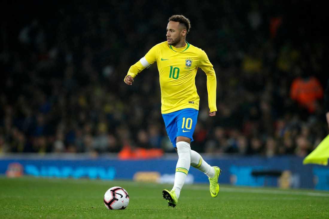 Neymar, här med kaptensbindeln i en vänskapsmatch mot Uruguay i London i november i fjol.