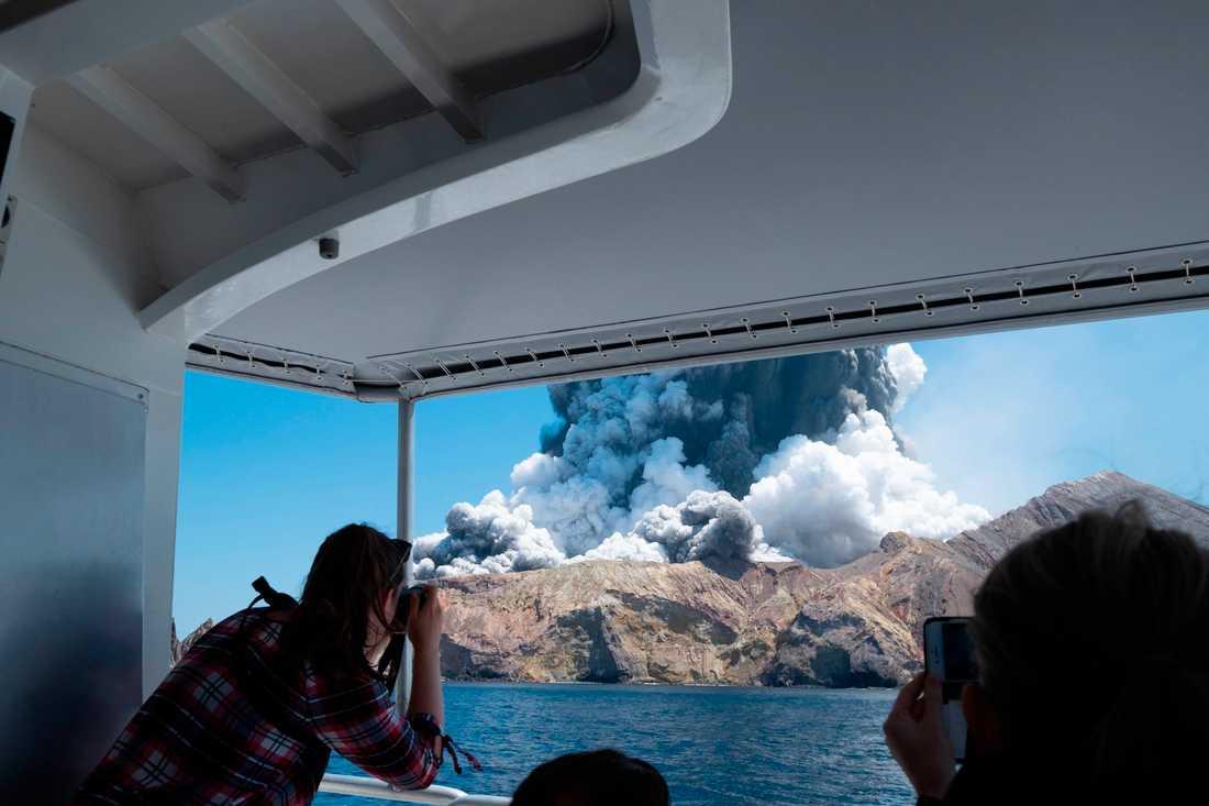Myndigheterna på Nya Zeeland räknar inte med att hitta överlevande efter vulkanutbrottet på White Island.