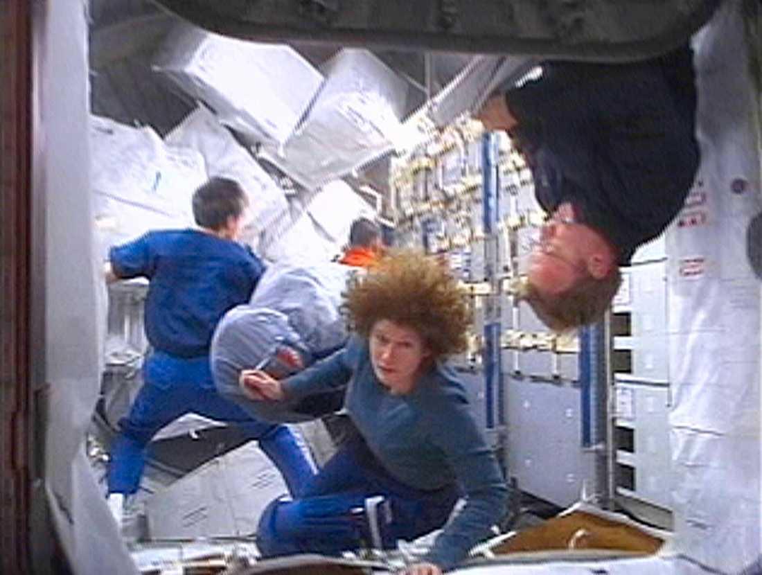 Astronauten Susan Helms från USA var 2001 den första kvinnan att ingå i besättningen på Internationella rymdstationen (ISS).