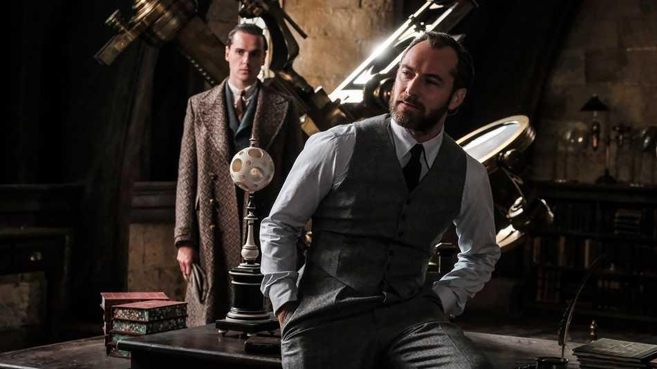 Jude Law spelar en ung Dumbledore.