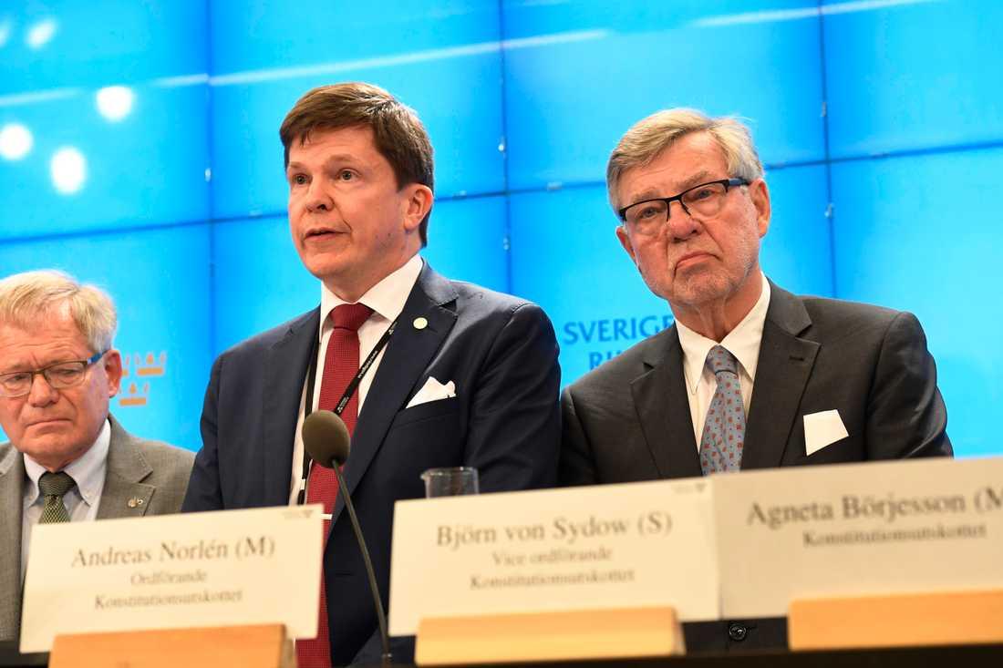 Per-Ingvar Johnsson (C), ordförande Andreas Norlén (M) och Björn von Sydow (S) om dagens prickning i KU.