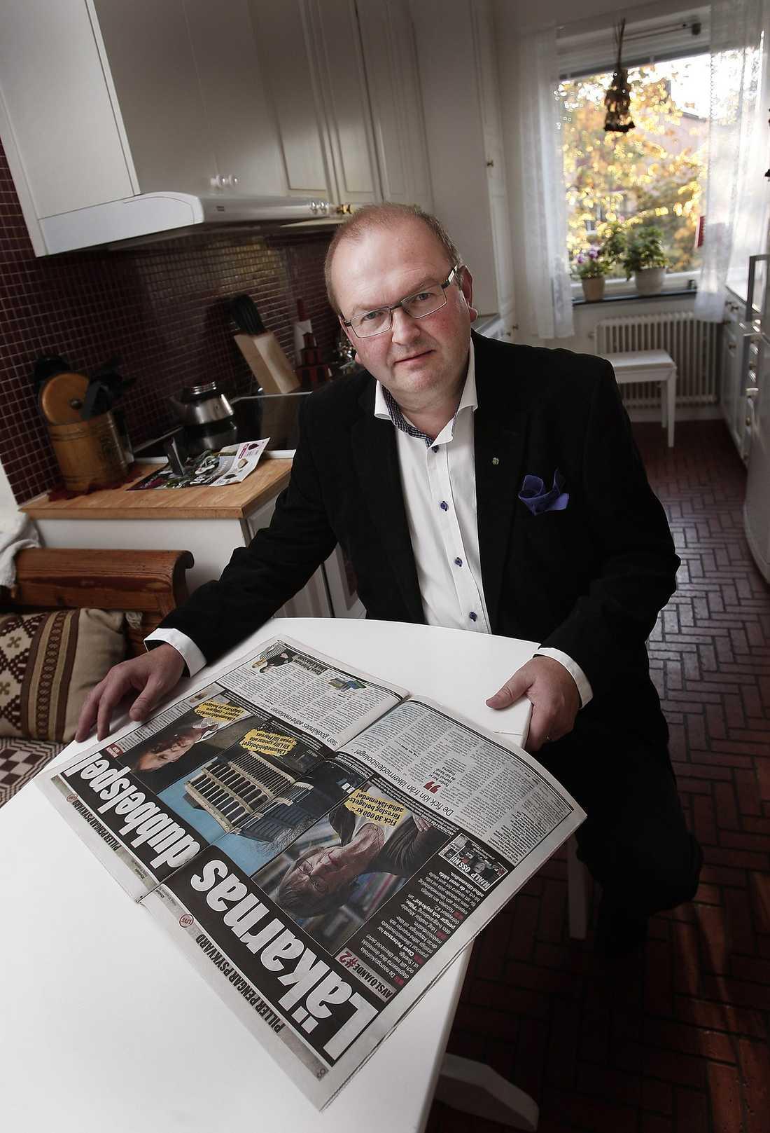 """""""JAG SKA TA UPP DET""""  Efter Aftonbladets avslöjande om de dubbelspelande läkarna reagerar nu Kenneth Johansson (C), socialutskottets ordförande. """"Jag ska ta upp det i ett möte med statssekreteraren på socialdepartementet"""", säger han."""