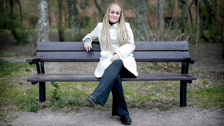 I dag arbetar Camilla Norström med att stötta våldsutsatta kvinnor. Hon har följt med som stödperson på cirka 150 rättegångar men hjälper även till vid andra kontakter med myndigheter. Eftersom hon vet hur det är att genomgå en rättegång som utsatt kvinna, kan hon hjälpa kvinnorna med det.