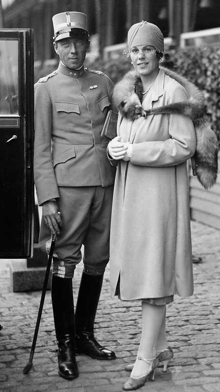 Folke-hjälten – och Estelle Folke Bernadotte med hustrun Estelle. Bernadotte var kungens gudfar och mördades av judiska terrorister 1948.  Foto: Scanpix