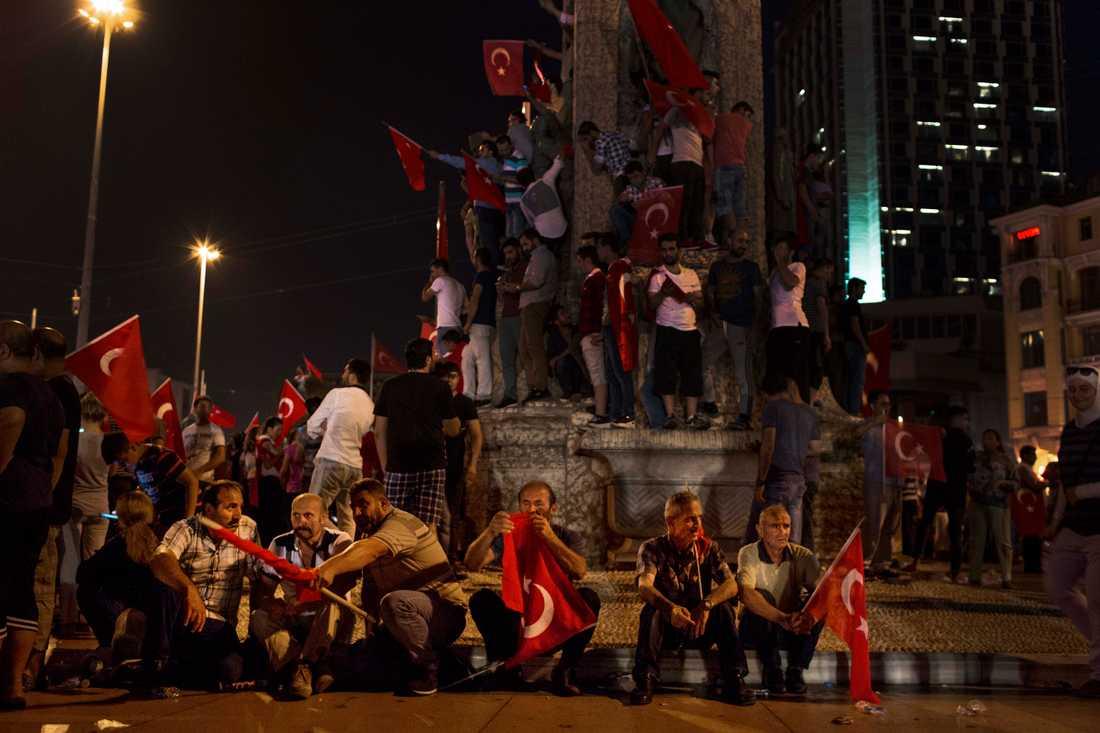 Det är tydligt att regimen vill samla så många anhängare som möjligt på Taksimtorget.