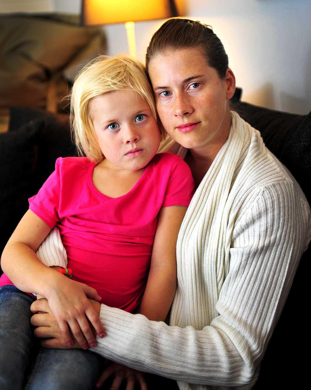 diskriminerad  Victoria, 5, släpptes inte in på Ica Maxis lekland Minihuset. Mamma Carina Höglund berättar att hon aldrig upplevt diskriminering på grund av dövhet förut.