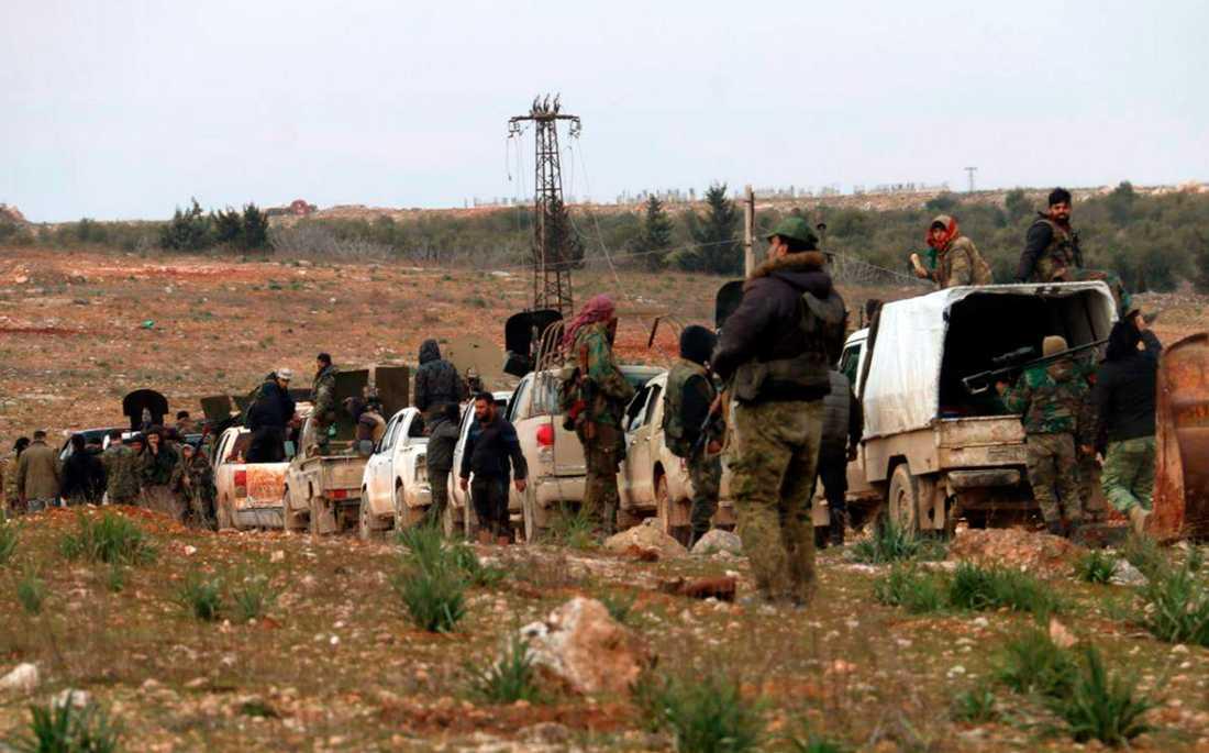 Syriska regimstyrkor i byn Tallet Shweihna i provinsen Aleppo. Bilden kommer från den statliga nyhetsbyrån Sana.
