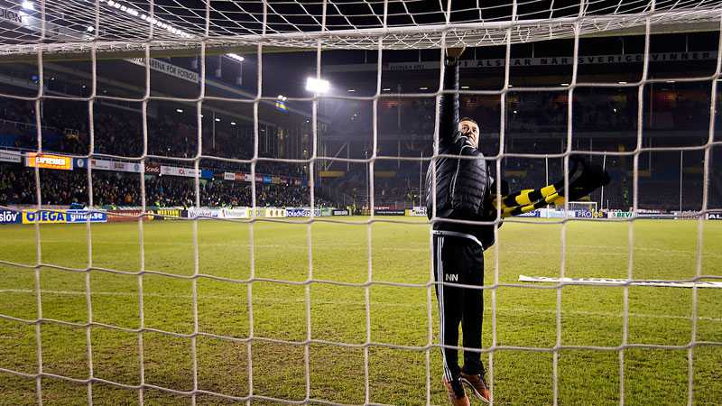 Nebojsa tackar ribban där han satte drömmålet mot Barcelona.