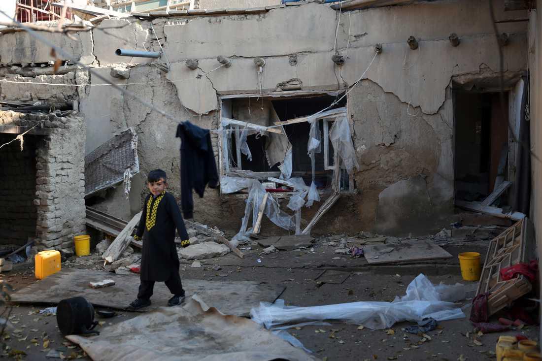 En bostad som skadades vid attacken utanför dem amerikabnska basen i Bagram i Afghanistan.