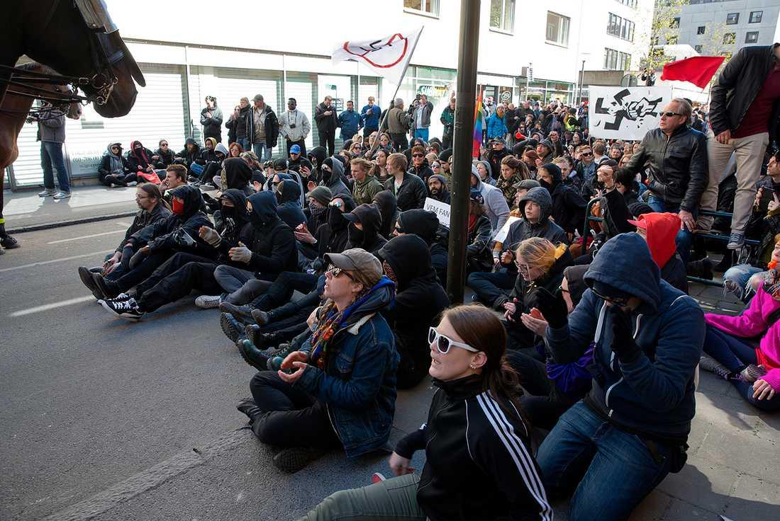 Nazistiska Svenskarnas Partis demonstration i Jönköping stoppades delvis av motdemonstranter.