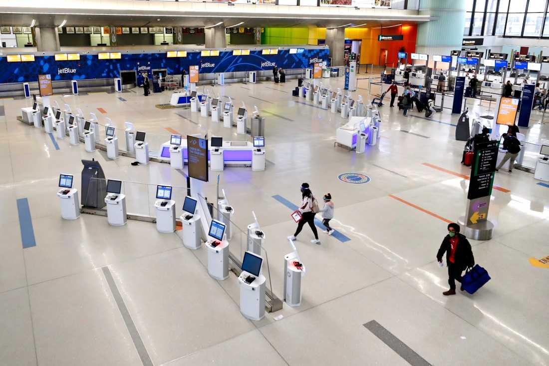 Få resenärer på plats vid flygplatsen Logan i Boston. Arkivbild.