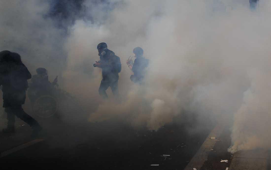 Demonstranter i paris.
