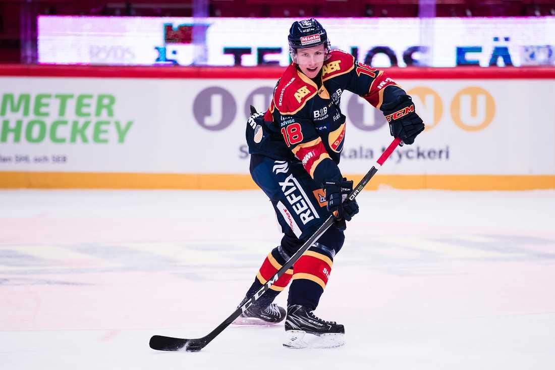 Sonen Simon Johansson, 19, gjorde åtta SHL-matcher med Djurgården förra säsongen.