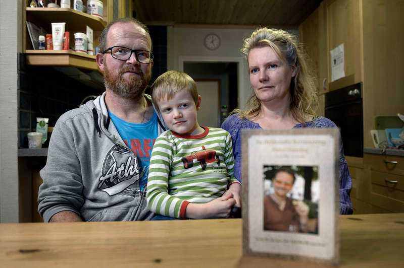 Rudolf Hoebe, sonen Finn och Mariska Hoebe i Filipstad förlorade sin bästa vän och kusin i MH17-katastrofen.