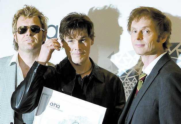 Återförenas Magne Furuholmen, Morten Harket och Pål Waaktaar-Savoy i popgruppen blev hedrade att få frågan.