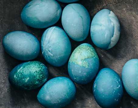 Färga påskäggen i påsk – helt naturligt.