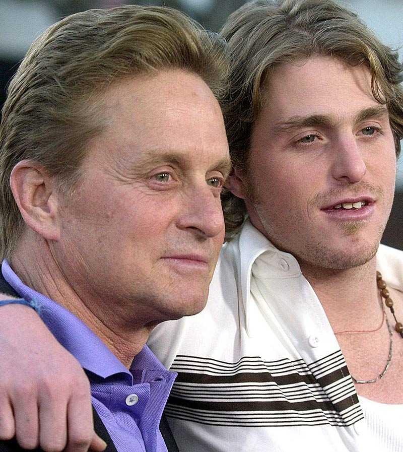 HEMLÖS Michael Douglas med sonen Cameron som har svåra problem med sitt drogmissbruk.