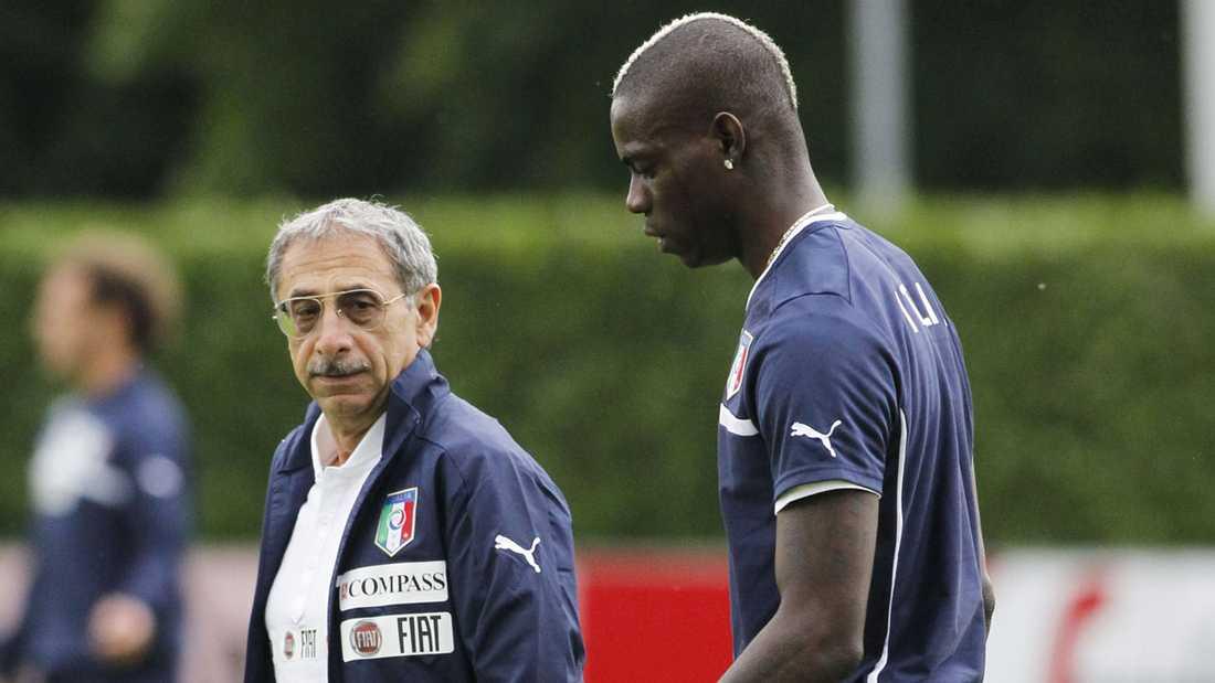 Mario Balotelli klev av dagens träning med Italien.