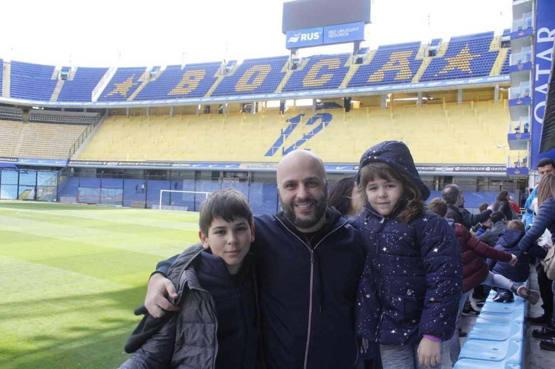 Nicolas Zottola med sina barn på Bocas Juniors arena La Bombonera.