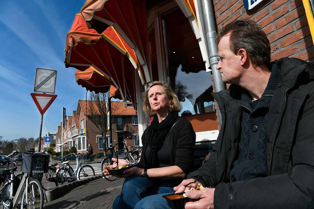 Jonny Klouwer och Sam Brumper kommer inet att rösta på Geert Wilders men tror att han kan vinna eftersom holländare tycker som han.