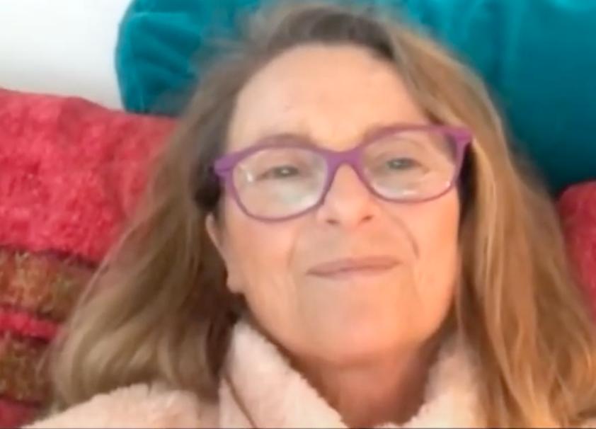 """Suzanne Reuter meddelar i """"Late night Sverige"""" att """"Fångarna på fortet"""" 2021 inte blir av."""
