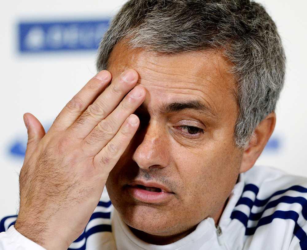 """Bötfälls José Mourinho straffas för """"olämpligt uppträdande"""" i förlusten mot Aston Villa."""