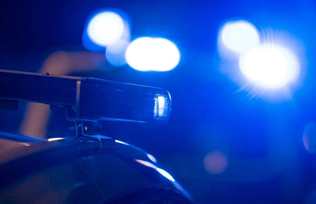 Två personer har förts till sjukhus efter en trafikolycka i samband med ett polisförföljande. Arkivbild.