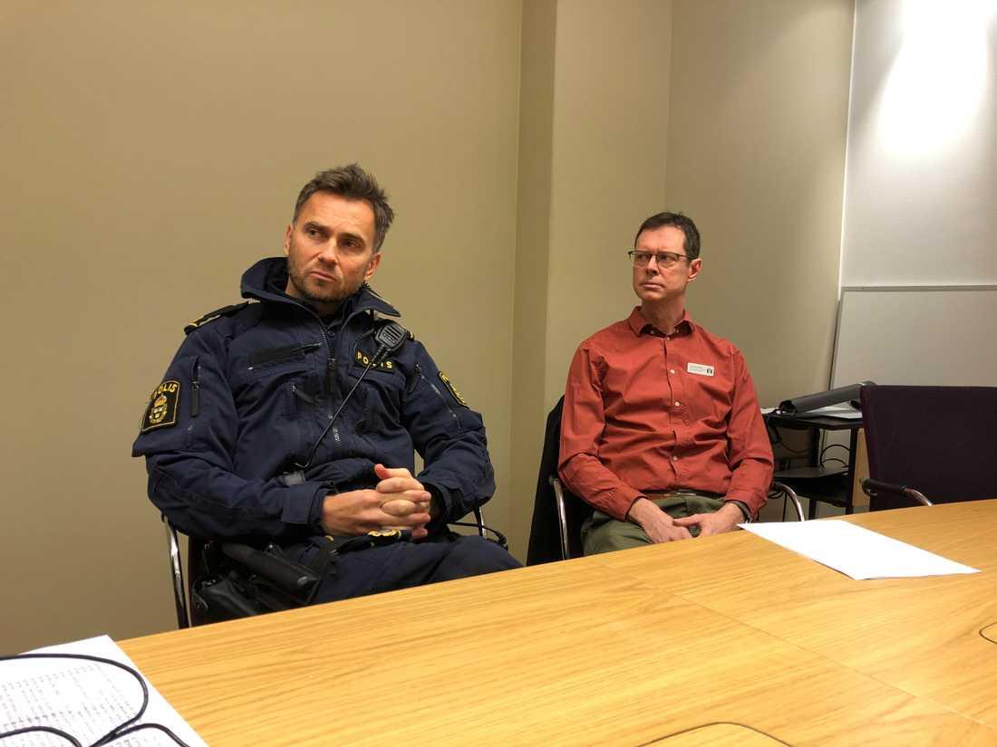 Paul Nilsson, polisen, och Jonas Törnebladh, Malmö stad, arbetar med Drogfri skola.