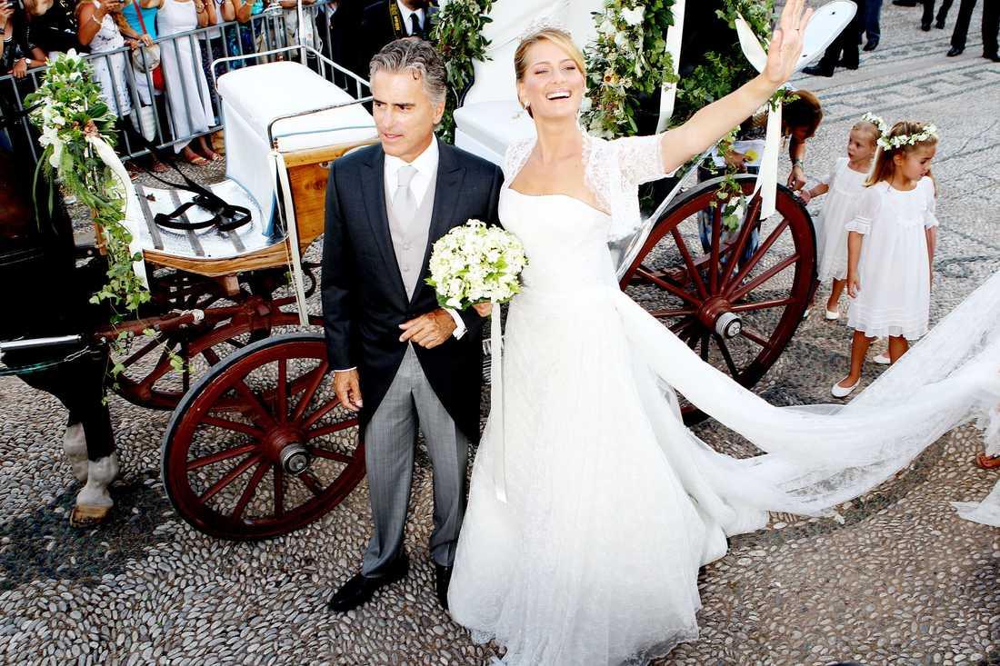 Bruden anlände till den lilla stenkyrkan Agios Nikolaos.