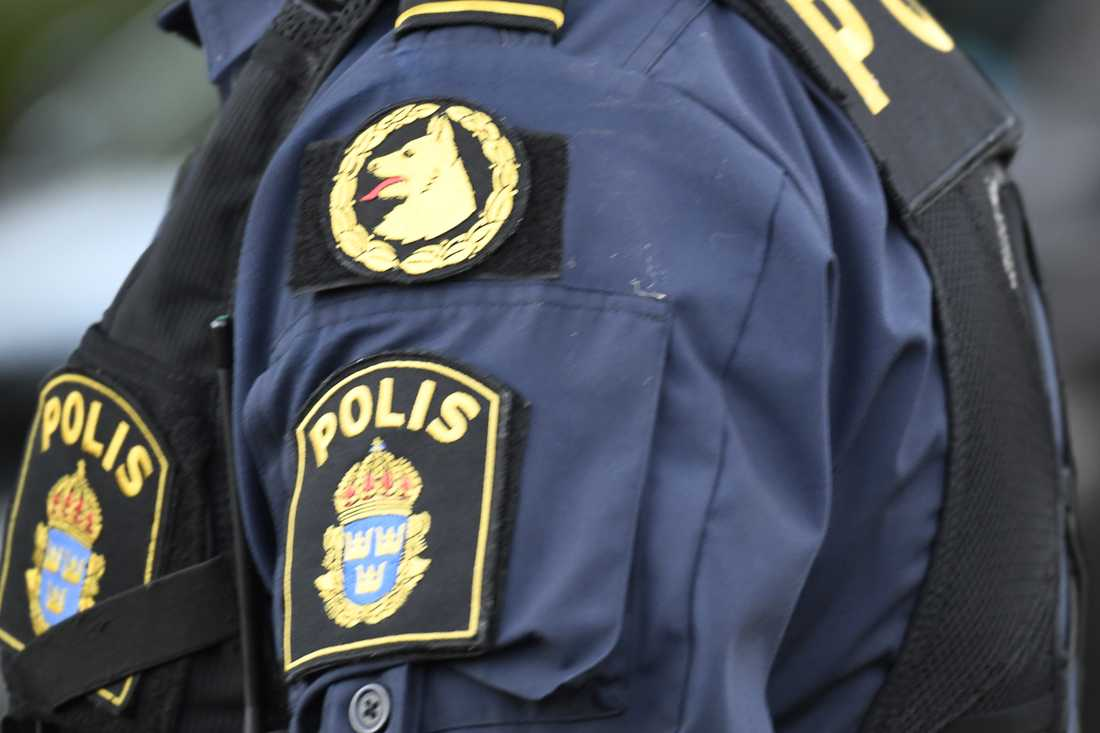 Polisen har bland annat sökt med hundpatrull efter de fritagna. Arkivbild.