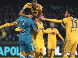 Juventus Gonzalo Higuaín sänkte förra klubben napoli i Serie A-toppmötet  6c4aa3db81b31