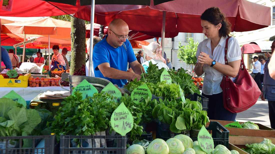 """Grönsaksmarknad i Ljubljana ur serien """"Balkans metropoler""""."""